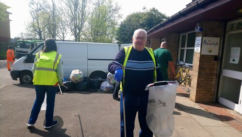 Photo of Councillor Kenworthy litter picking